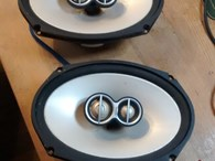 2 Infinity speakers (6 by 9 inch) 300 WATTS